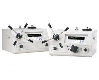 Manual pressure calibrators and monitors